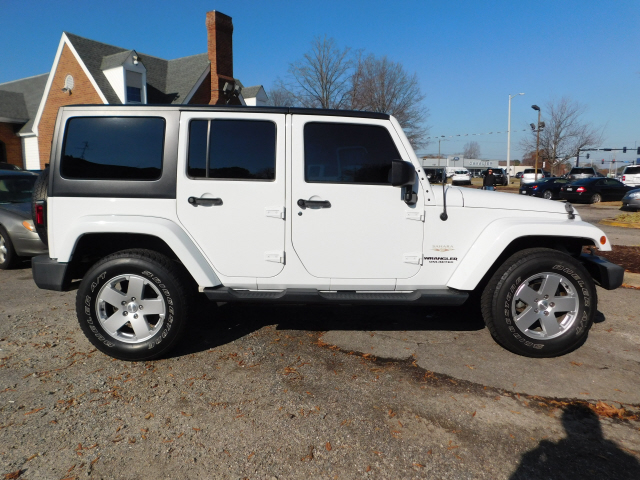 Pre Owned 2017 Jeep Wrangler Unlimited Sahara